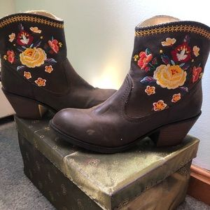 Adorable Country Embroidered Boots!
